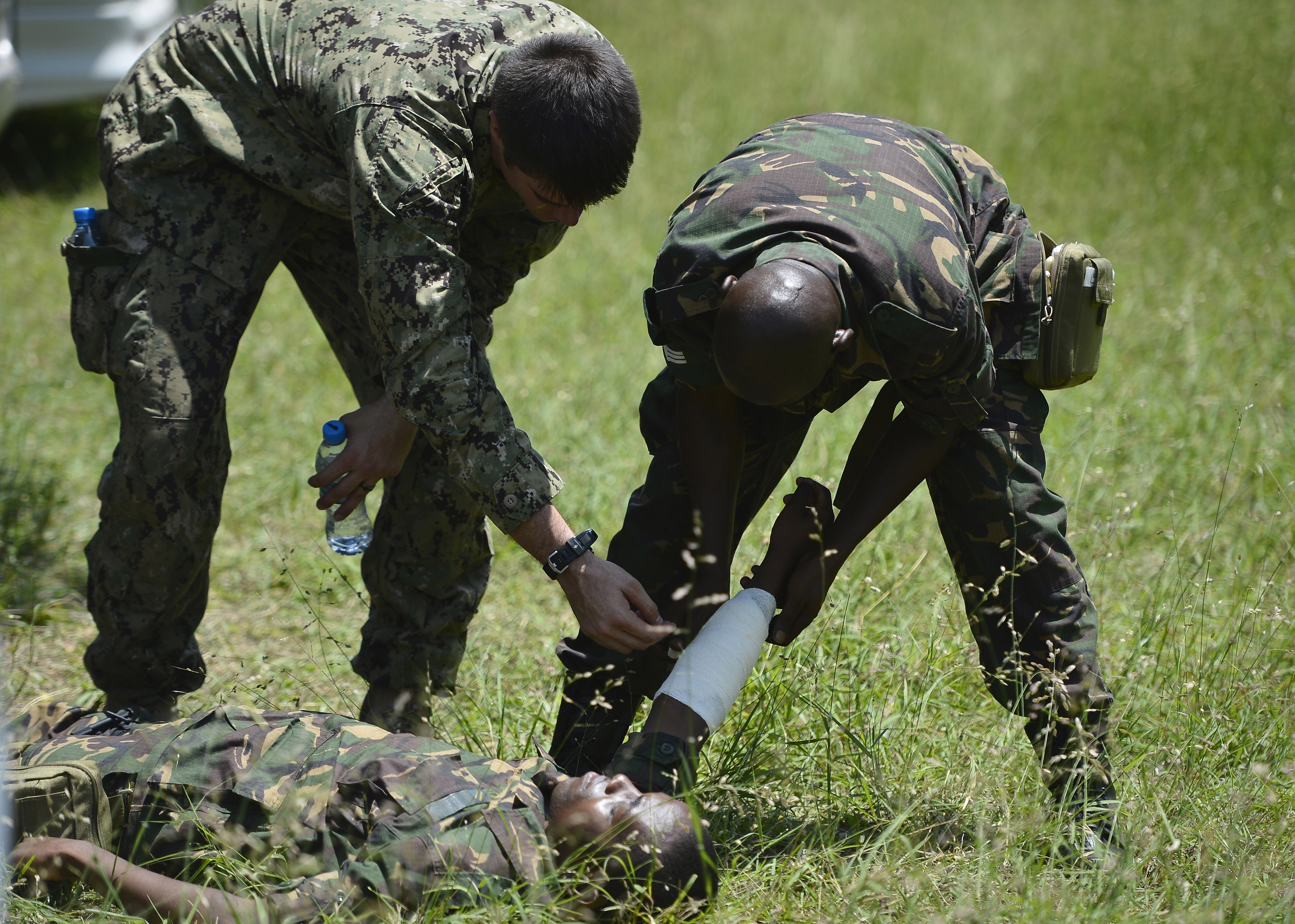A member of the Tanzania People's Defence Force treats a simulated victim as part of the emergency medical portion of Humanitarian Mine Action Level 1 training hosted by TPDF with assistance from Combined Joint Task Force-Horn of Africa's Explosive Ordnance Disposal Mobile Unit 1 in Dar es Salaam, Tanzania, Feb. 17, 2016. The EOD team spent 25 days training members of the TPDF in basic unexploded ordnance disposal and emergency medical treatment. (U.S. Air Force photo by Tech. Sgt. Dan DeCook)