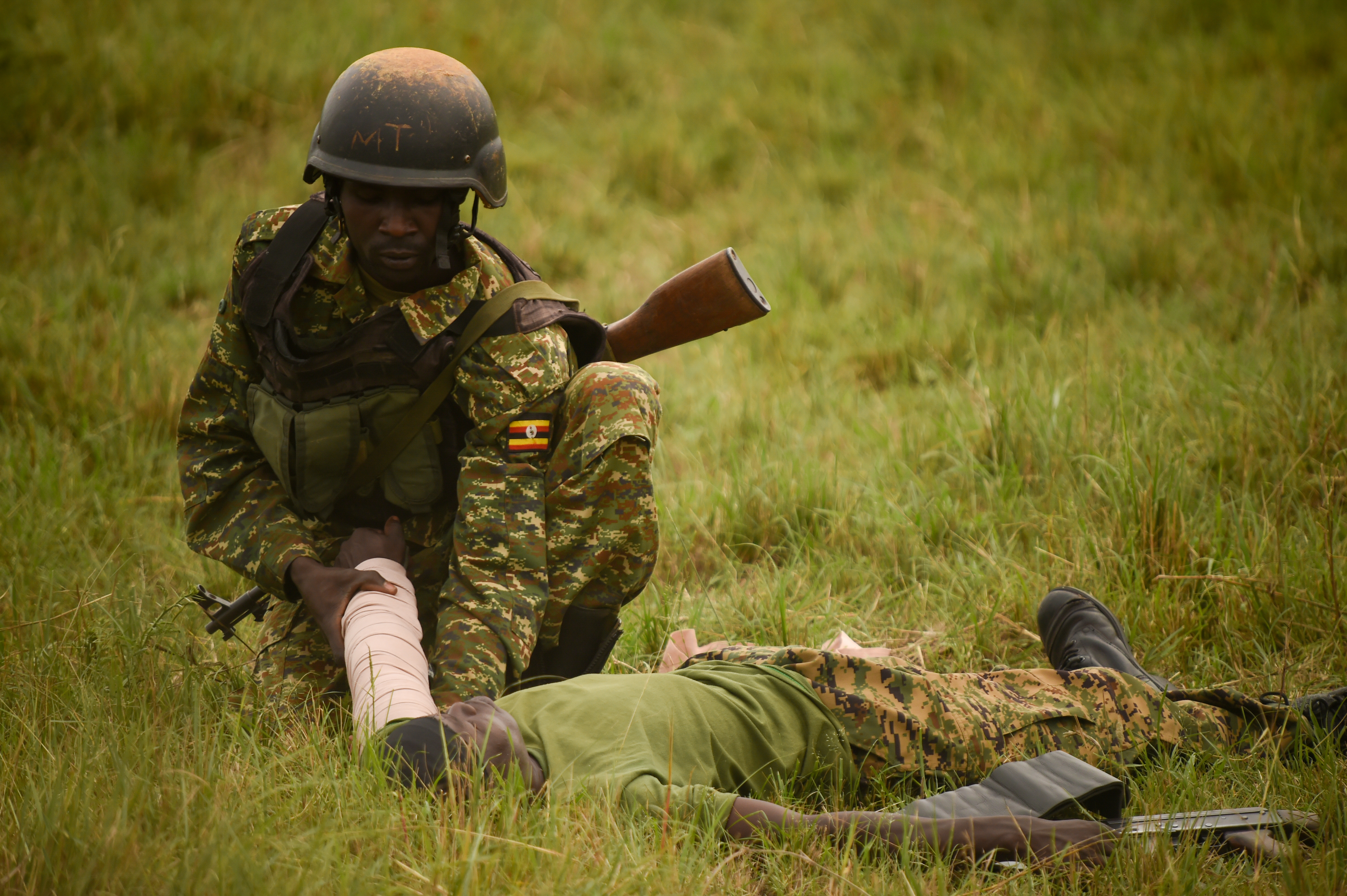 A Uganda People's Defense Force (UPDF) soldier with Ugandan Battle Group 22, applies an improvised splint during a medical exercise at Camp Singo, Uganda, March 3, 2017. Up to 25 percent of deaths on the battlefield are preventable. Administering swift medical attention on the battlefield and in transport greatly improves the survival rate of casualties. (U.S. Air National Guard photo by Staff Sgt. Penny Snoozy)