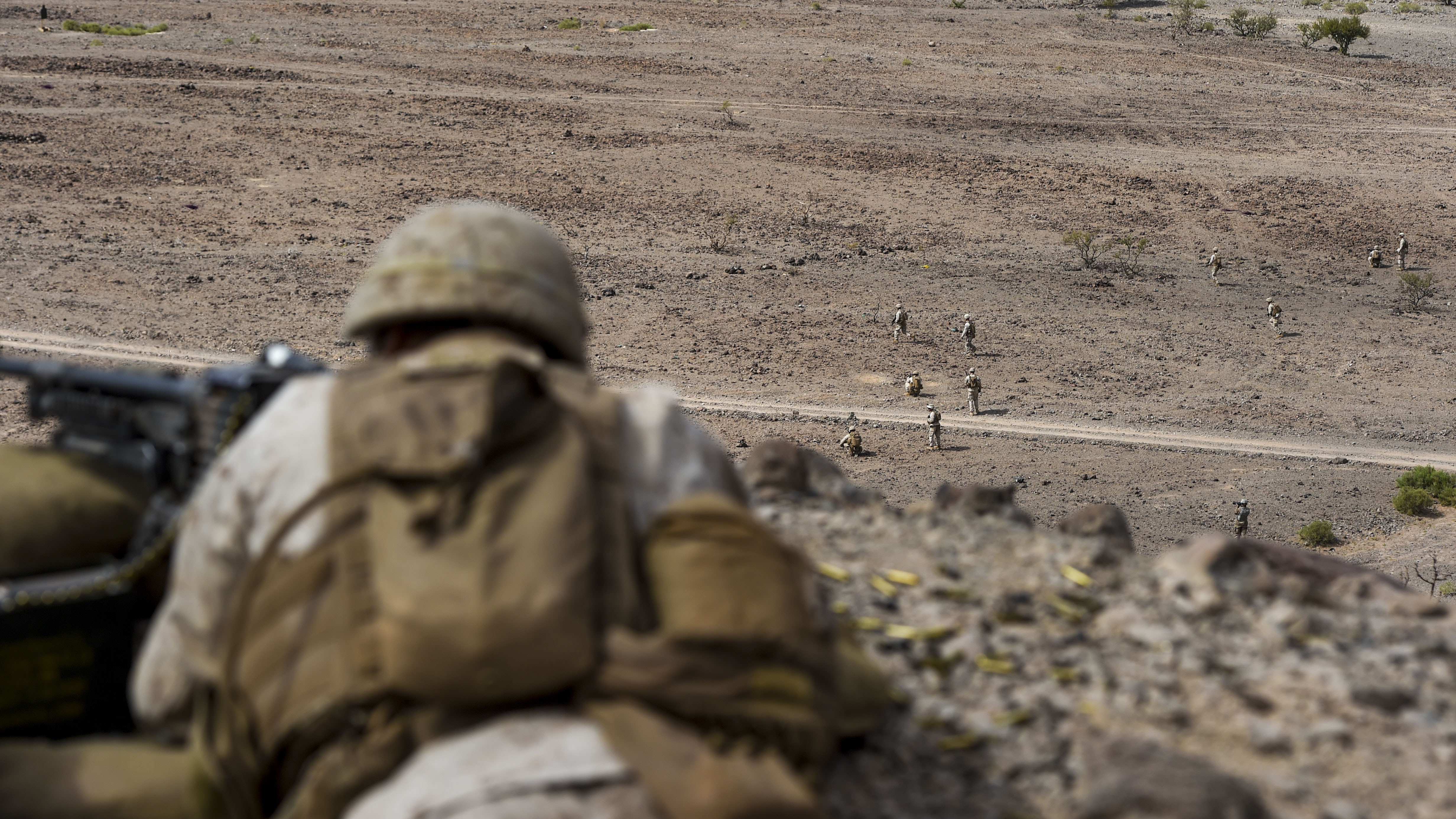 A U.S. Marine machine gunner with the 15th Marine Expeditionary Unit overlooks a live-fire combat rehearsal during Alligator Dagger at Arta Range, Djibouti, Dec. 17, 2017. Alligator Dagger, led by Naval Amphibious Force, Task Force 51/5th Marine Expeditionary Brigade, is a dedicated, bilateral combat rehearsal that combines U.S. and French forces to practice, rehearse and exercise integrated capabilities available to U.S. Central Command both afloat and ashore. (U.S. Air Force photo by Staff Sgt. Timothy Moore)